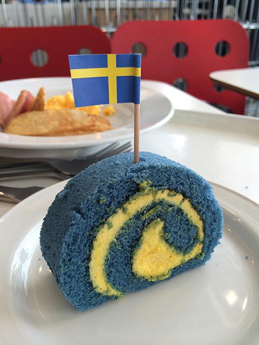 blue_cake.jpg